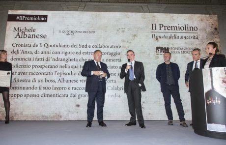 un momento della premiazione di Michele Albanese con i giurati Giulio Anselmi, Piero Colaprico, Alfredo Pratolongo e Chiara Beria di Argentine