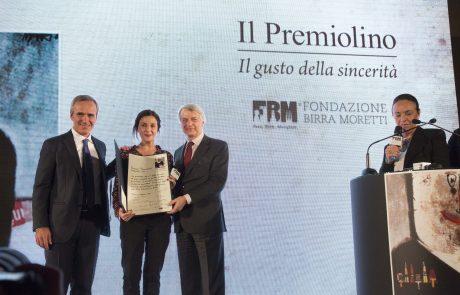 Francesca Mannocchi (premiata) con Alfredo Pratolongo, Ferruccio de Bortoli e Chiara Beria di Argentine (giurati)