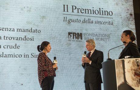 Francesca Mannocchi (premiata) con Ferruccio de Bortoli e Chiara Beria di Argentine (giurati)