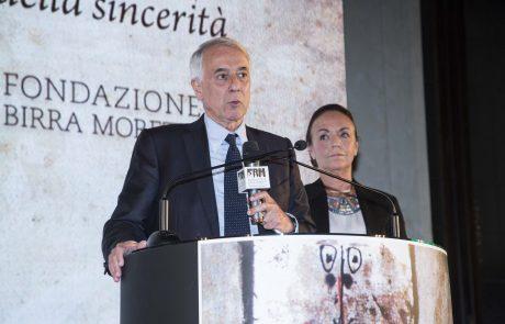 Il Sindaco di Milano Giuliano Pisapia e Chiara Beria di Argentine (Presidente della giuria)