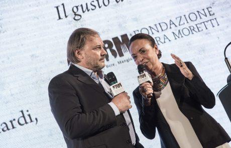 Marco Zizola (premiato) con Chiara Beria di Argentine (presidente della Giuria)